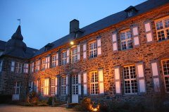 Burg-Holtzbrink-am-Abend.jpg